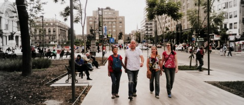 Malu, Julian, Jessica, and Emily - strolling around downtown Mexico City